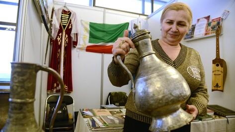 На фестивале «Воронеж многонациональный» показали кувшины XVIII века