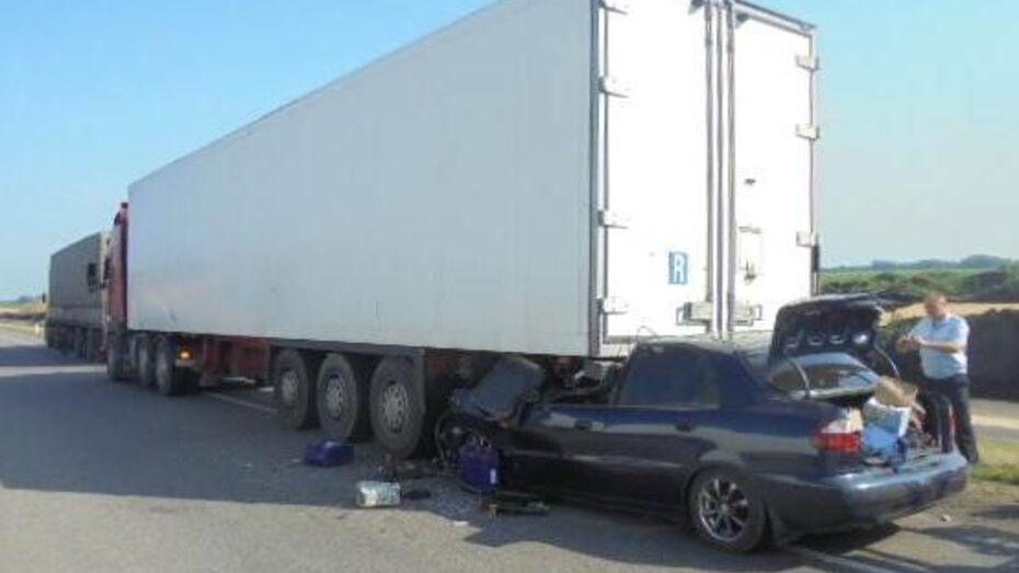 В Воронежской области Daewoo Lanos врезался в грузовик: двое погибли