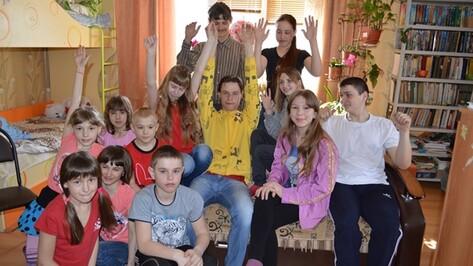 Родители 11 детей из Новой Усмани взяли в семью еще 2 девочек