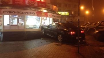 Воронежские полицейские разыскали врезавшегося в киоск водителя