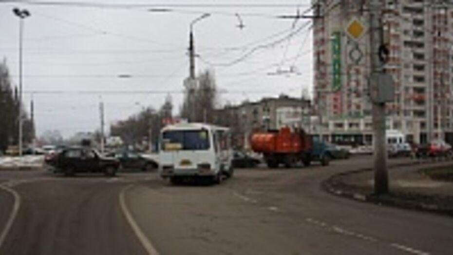 Дорожная среда: Пересечение улиц Ворошилова и Колесниченко