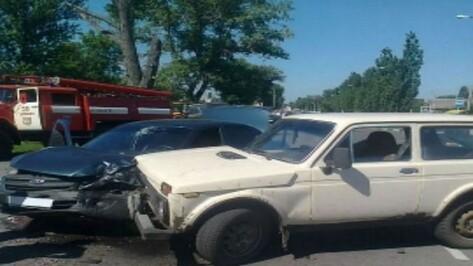 В Таловой при столкновении легковых машин получили травмы 2 человека