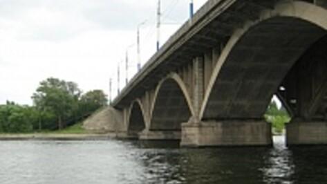 ДТП на Вогрэсовском мосту в Воронеже спровоцировало серьезную пробку