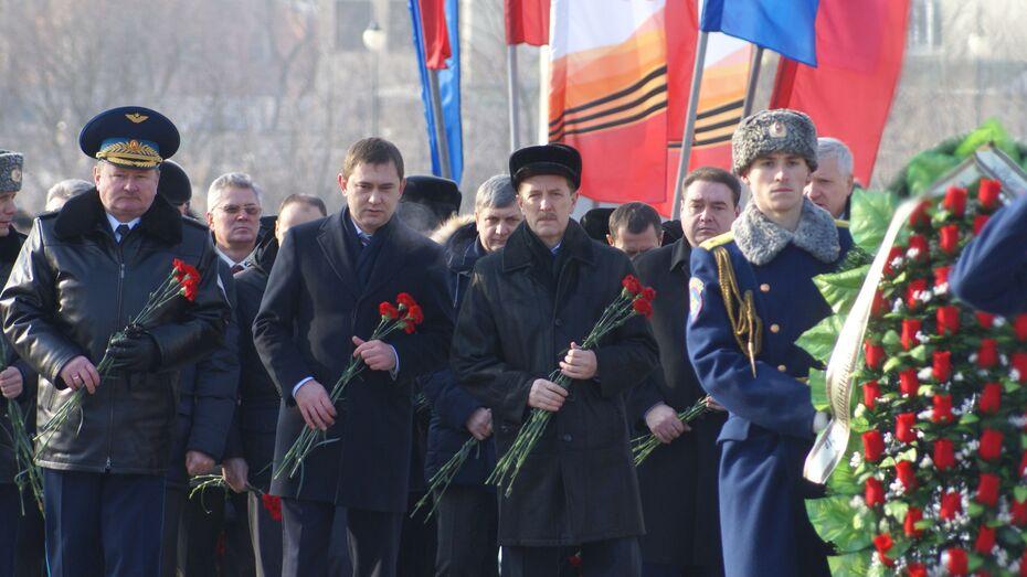 Венки к могиле Неизвестного солдата в Воронеже возложили представители областной власти и общественных организаций