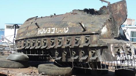 На Воронежском водохранилище демонтировали макет корабля «Меркурий»