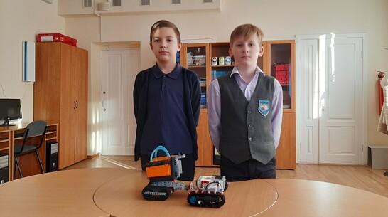 Подгоренские школьники получили 3-е место регионального робохакатона за модель вездехода