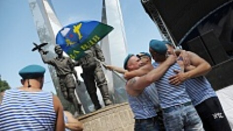 Из-за жары воронежские десантники на День ВДВ «обновили» дресс-код