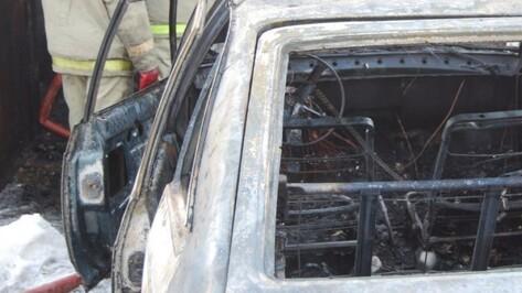 В центре Воронежа ночью сгорела легковушка