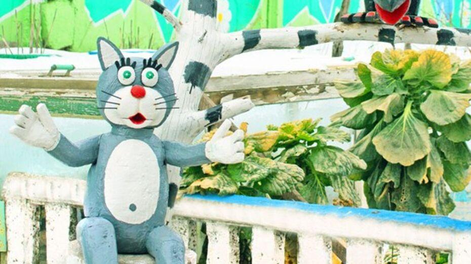 В Лисках появился памятник котенку с улицы Лизюкова