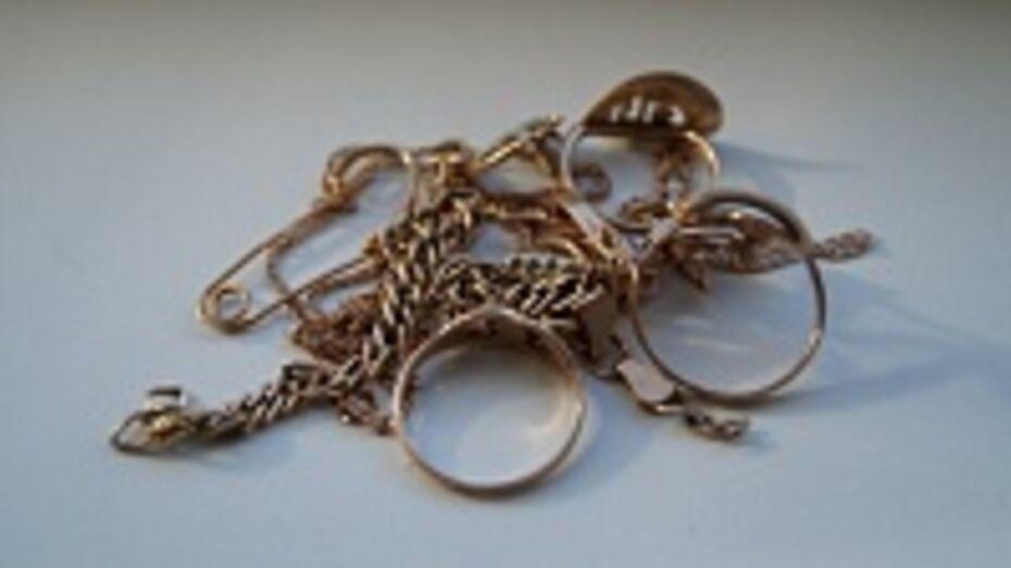 Житель Каменского района украл у знакомой золотые изделия на 100 тысяч рублей
