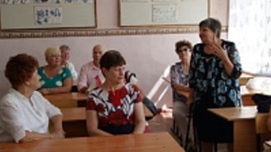 В поворинском районе выпускники сельской школы встретились через 55 лет после ее окончания