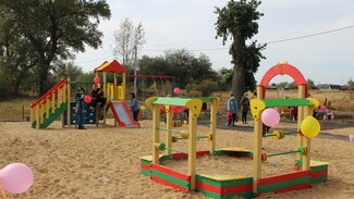 Детский игровой городок сделали активисты в хохольском селе Яблочное