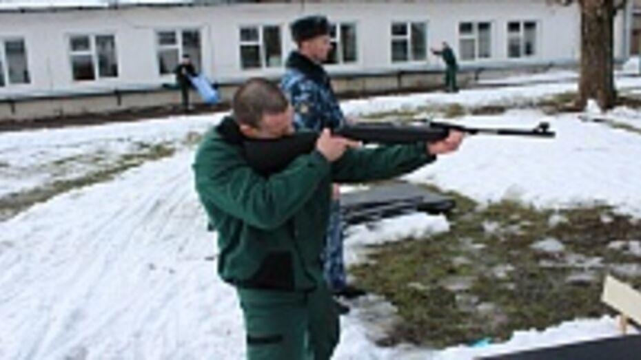 В Воронежской области отбывающим срок преступникам дали в руки «воздушки»