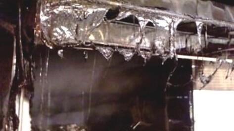В Воронеже за одну ночь один павильон сгорел, во втором разбили витрины