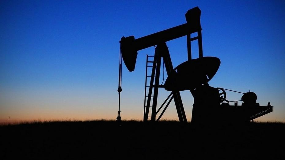Россия и ОПЕК договорились заморозить добычу нефти