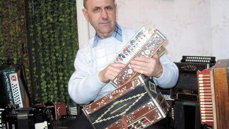 Житель Анны хранит дома 23 баяна, 22 гармоники и три аккордеона