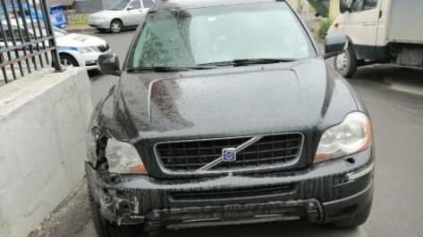 В Воронеже лишили прав водителя, протаранившего припаркованные во дворе машины