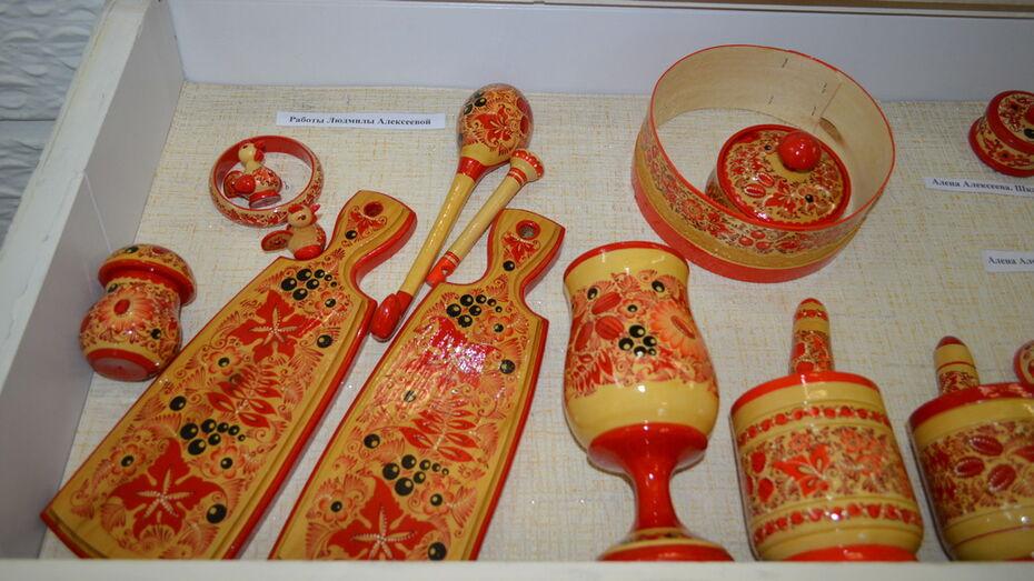Экспозицию из 200 работ представили в Павловске местные мастерицы