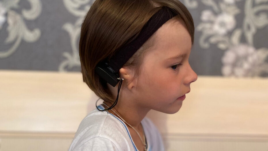 Воронежцев попросили помочь глухому мальчику вернуть слух