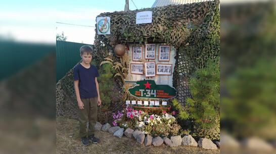 В Боброве 11-летний школьник сделал памятную композицию в честь погибших на войне земляков