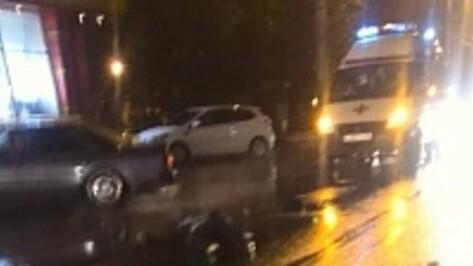 В Воронеже на Маршака по пешеходу проехали 2 машины