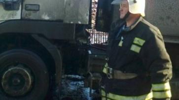 На улице Остужева в Воронеже загорелся грузовик с углем
