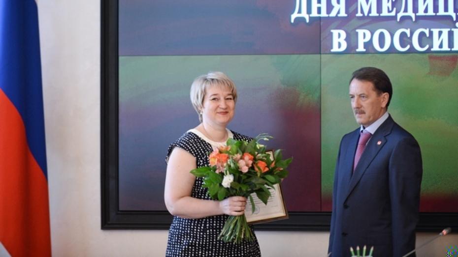 Глава региона и председатель облдумы поздравили воронежцев с Днем медработника