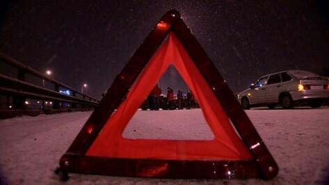 В Воронеже водитель иномарки спровоцировал массовое ДТП и сбежал с места аварии