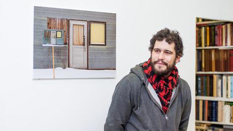 Московский художник Андрей Кузькин сделал выставку о воронежских промзонах