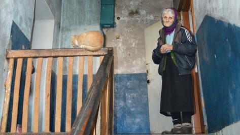 «Холодно и идти некуда». Под Воронежем мать-героиня бедствует в 83 года