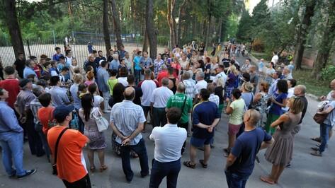 В Воронеже митинг против ледового дворца у спортшколы «Кристалл» собрал 100 человек
