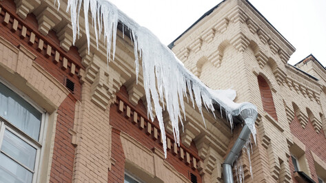 Губернатор Воронежской области предупредил глав районов о последствиях падения сосулек