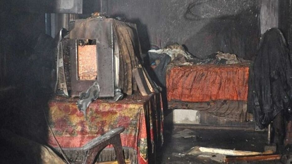 Очевидцы: четырехлетний мальчик спрятался от огня под диваном