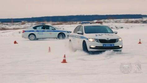 Воронежские полицейские показали умение дрифтовать на льду