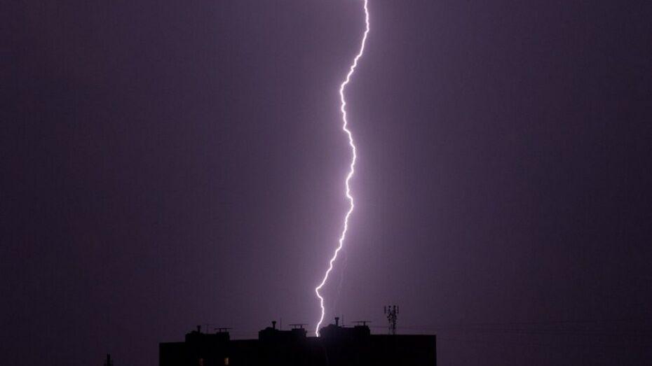 В Верхнемамонской больнице молнией повредило медицинское оборудование и лифт
