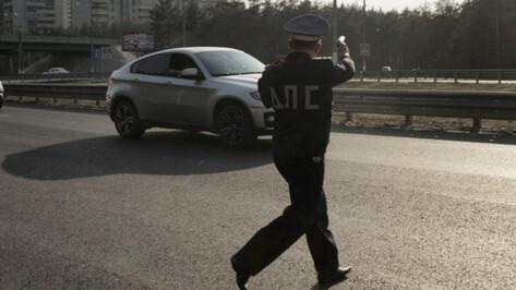 Воронежского гаишника за взятку от водителя наказали строже, чем его мздоимца-начальника
