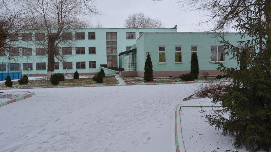 В Воронежской области уволилась директор школы, возле которой протестовали родители