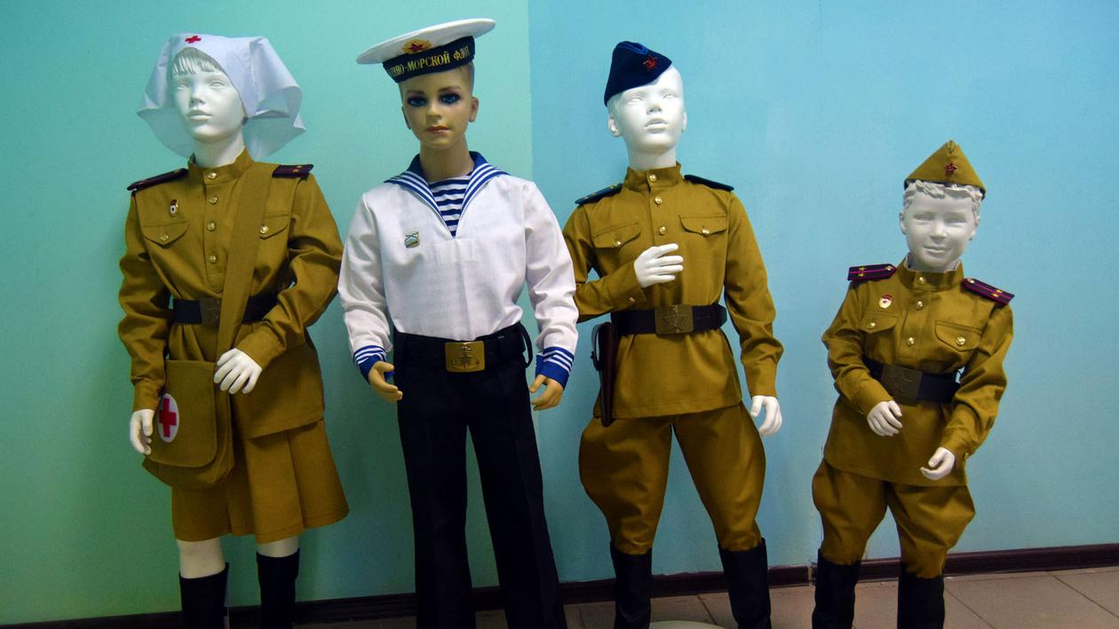 С уважением к истории. Как супруги из Воронежа шьют солдатскую форму для детей