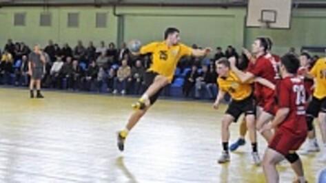 Воронежские гандболисты впервые в сезоне проиграли дома