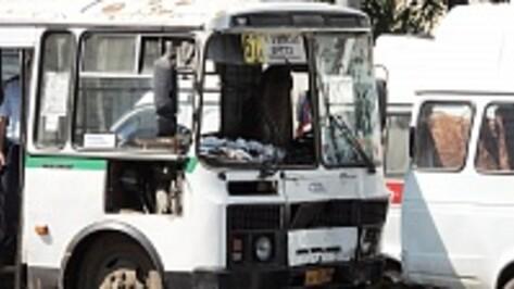 В Воронеже столкнулись две маршрутки: пять пассажиров ранены (ФОТО)