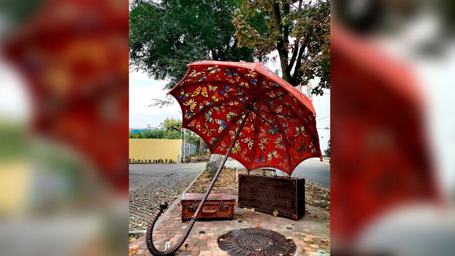 В центре Воронежа заметили новый арт-объект «Зонт»
