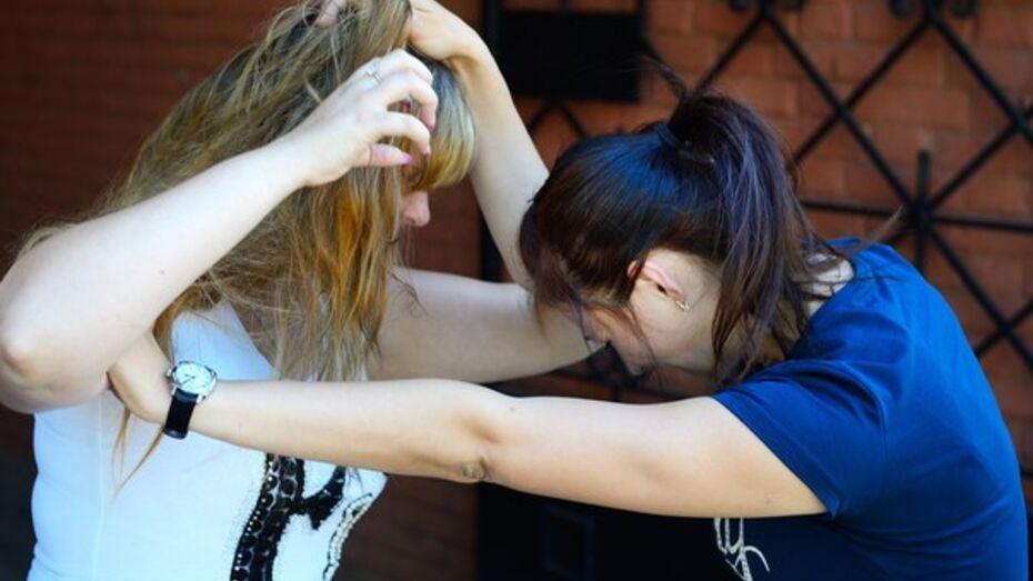 Жительница Воронежа избила случайно толкнувшую ее на танцполе студентку
