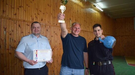 Борисоглебская команда полицейских стала лидером областных соревнований по гиревому спорту