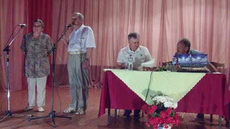 В Верхнемамонском районе историк Дмитрий Шеншин презентовал книгу о лозовчанах