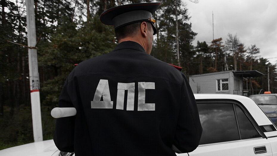 Уличенному во взятках командиру роты ДПС в Воронежской области предъявили обвинение