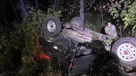 УАЗ перевернулся в кювет под Воронежем: 3 человека пострадали