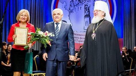 Елена Золотарева из Репьевки получила награду «За нравственный подвиг учителя»