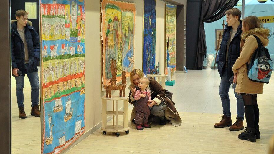 В Воронеже художники показали святых и солдата на «Мягкой выставке»