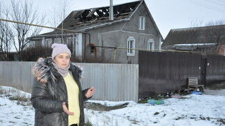 У многодетной репьевской семьи сгорел купленный благотворительным фондом дом