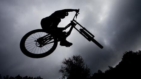 В скоростном спуске с гор в парке Динамо соревновались всего девять велосипедистов